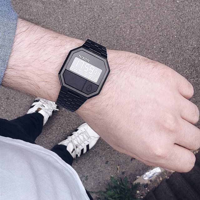 Nixon Re-Run multi-fonction digital watch all black with jewelry style bracelet and stainless steel locking clasp
