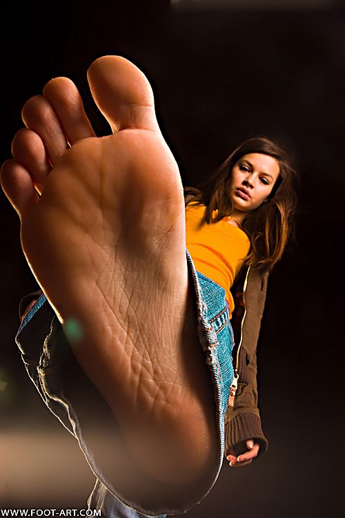 Young teen feet and face