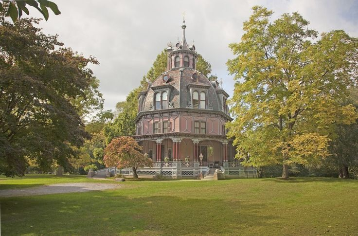 The Armour-Stiner Octagon House c. 1860 This stunning architectural and historic home is located in Irvington-On-Hudson, New York. - See more at: http://www.house-crazy.com/dazzling-1860s-octagon-house-in-new-york-state/#sthash.RRKN5v6m.dpuf
