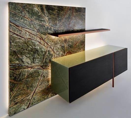 Madia ADDITION. Marmo Green Forest, profilo alluminio con essenza rovere argilla. By RIFLESSI