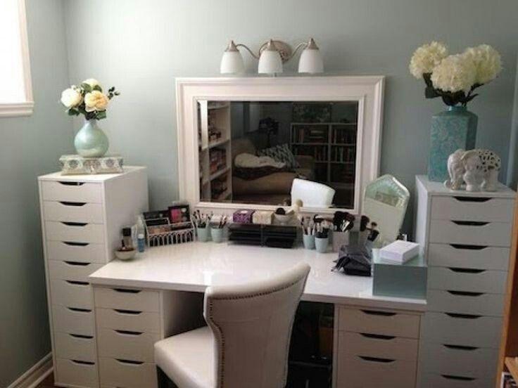 Tocador de maquillaje con cajoneras de ikea vanity ideas - Habitacion con tocador ...
