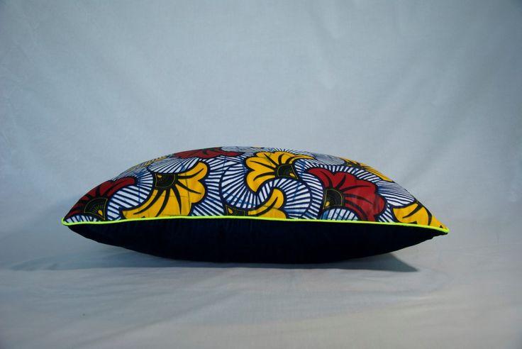 """L'alliance inattendue du tissu africain wax et du velours de soie a abouti à la création de ce superbe coussin associant la gaité africaine et le raffinement français. Le coussin au motif """"Fleur de mariage"""" illumine votre intérieur. Il est souligné de passepoil jaune fluo. Fabrication artisanale française. http://maisonmalou.fr/coussin/163-coussin-wax-fleur-de-mariage-bleu.html"""