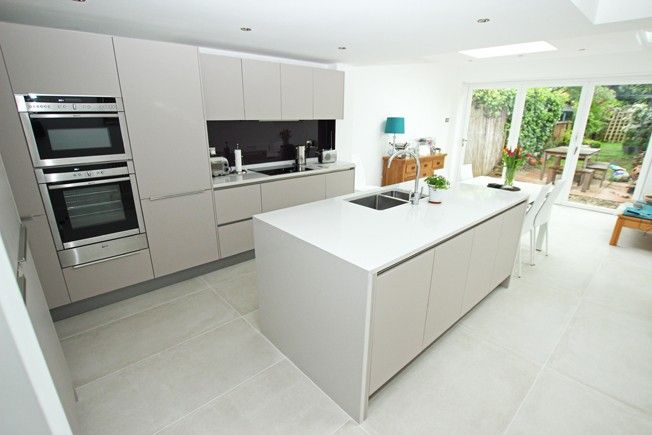 Matt satin lacquer kitchen in Cashmere finish