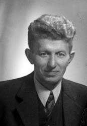 Fredrik (Frits) Slomp, in het verzet Frits de Zwerver of ook wel Ouderling Van Zanten genoemd (Ruinerwold, 5 maart 1898 - Vaassen, 13 december 1978) was een Nederlandse, gereformeerde predikant en verzetsstrijder en organisator van de hulp aan onderduikers tijdens de Tweede Wereldoorlog. Als gevolg van zijn activiteiten moest hij van juli 1942 tot het einde van de oorlog onderduiken.   Slomp ontving van de Engelse regering op 18 oktober 1948 de King's Medal for Courage in the Cause of…