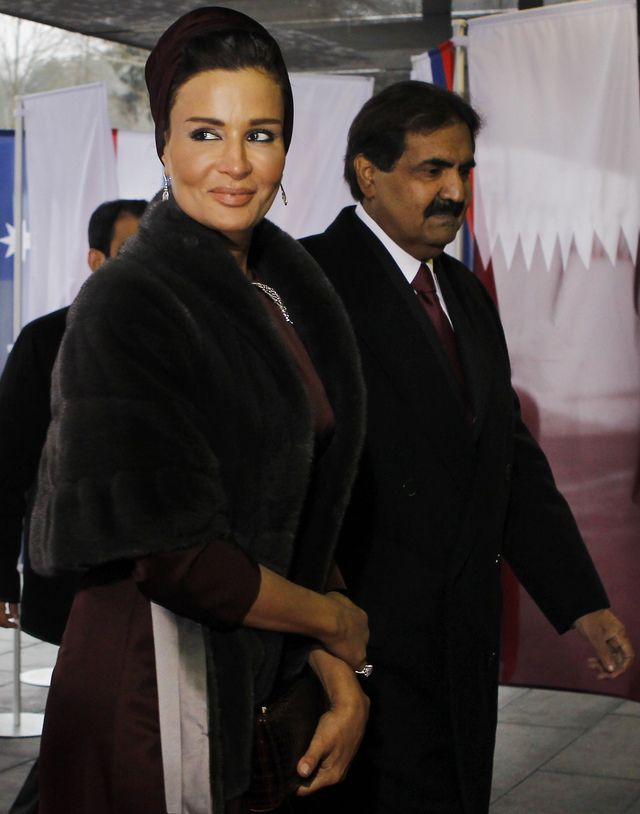 Cheik Hamad bin Khalifa Al-Thani, emir du Qatar et son épouse Moza bint