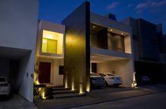 Como un hermoso ejemplar de la arquitectura moderna en México, casa La Escondida se levanta rebosante de estilo, brillo y elegancia. A cargo del despacho de arquitectos de Monterrey FC3 Arquitectura, casa La Escondida es una vivienda construida en un lote de pequeñas dimensiones, apenas 11 metros de frente, para albergar la vida de una familia de cuatro personas. Como veremos, se trata de una casa con mucho carácter espacial, sofisticada, de estilo discreto en su interior pero majestuoso y…