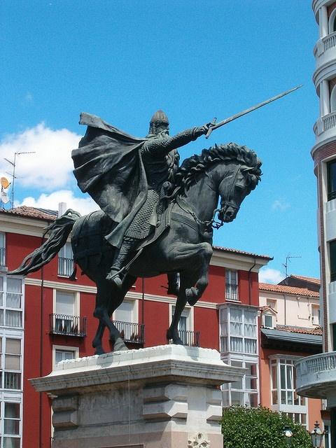 MEDIEVAL * Al-Andalus ( الأندلس ) - Rodrigo Díaz de Vivar (1043-1099), el Cid Campeador, contribuyó a la unificación del reino de León y Castilla, fragmentado tras la muerte de Fernando I, (asesinado en extrañas circunstancias), le sucedió su hermano Alfonso VI, al que Rodrigo Díaz de Vivar, capitán de Castilla y amigo del fallecido rey Sancho, hizo jurar públicamente a Alfonso, que nada tuvo que ver con la muerte de su hermano, lo que le valió el rencor del nuevo Rey y destierro.