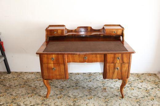 Predám pisaci stôl vo vybornom stave.  Rozmer 128 cm x 78 cm,vysoky 77 cm.