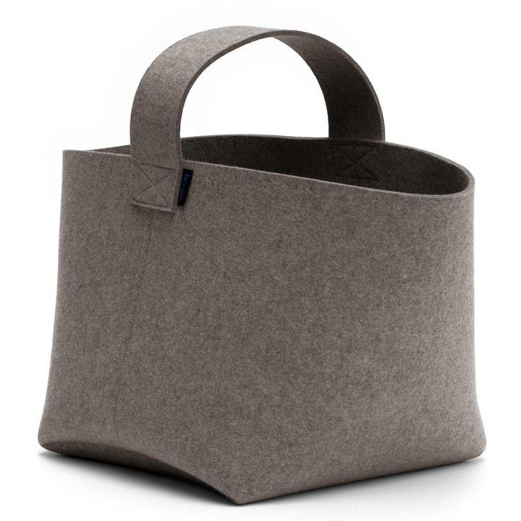 Der Kaminholzkorb von HEY-SIGN ist fast schon ein Klassiker - man kennt ihn einfach.  Der eine oder andere würde den HEY-SIGN Kaminholzkorb vielleicht aufgrund des Henkels eher als Tasche bezeichnen. Doch ganz gleich. Er ist perfekt für...