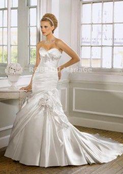 Robe de mariée sirène avec bustier en coeur décorée des ruches et des perles en satin