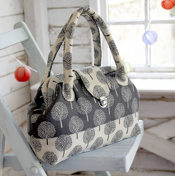 I'm working on some bag patterns, and this is my take on the traditional carpet bag! I must admit I'm hooked, I think I'll be making a few o...