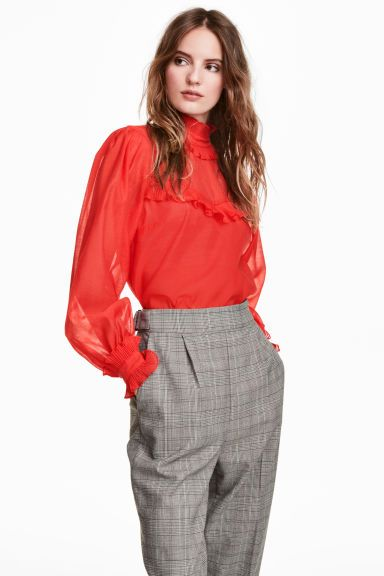 Krepowana bluzka z falbankami - Jaskrawoczerwony - ONA | H&M PL 1
