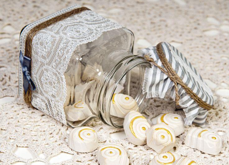 Come fare gessetti profumati con il borotalco - fragranze che profumano per tutta la stagione e tengono lontane la tarme e i tarli proteggendo i vestiti.