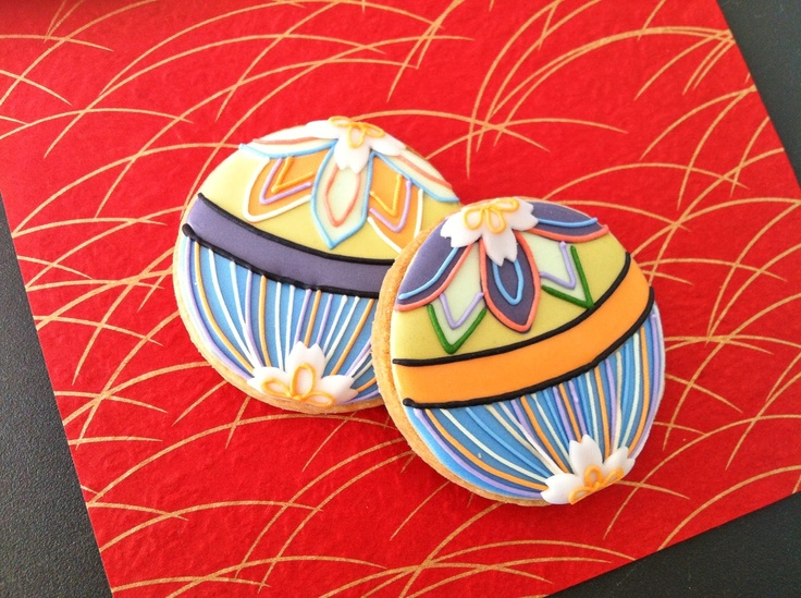 Japan - New Years cookies, lucky temari motif  http://c-bonbon.blogspot.jp/2013/01/new-year-cookies.html?m=1