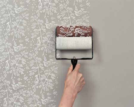 Utiliza un rodillo con textura cuando quieras un acabado diferente en tus paredes.