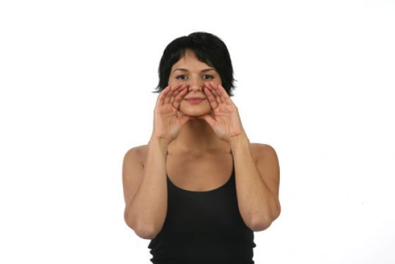 Одна из явных примет возраста - это выраженные носогубные складки. Убрать или уменьшить их поможет комплекс упражнений фитнеса для лица, который специально для вас подготовила наш инструктор Алена Россошинская.