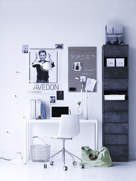 dreaming of a very minimal and organized office space.