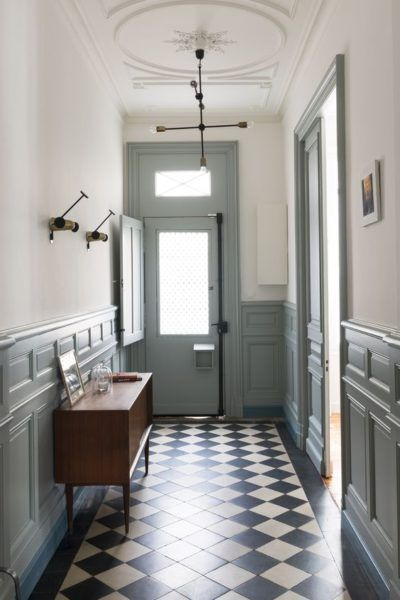 Fusion D – Rénovation décoration maison bourgeoise hall vert de gris, sol damier, green entry way