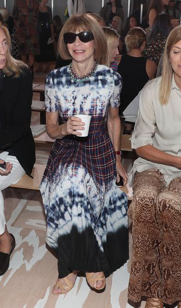 Anna Wintour Photos Photos - Anna Wintour attends the Tory Burch fashion show during New York Fashion Week at The Whitney Museum of American Art on September 13, 2016 in New York City. - Tory Burch - Front Row - September 2016 - New York Fashion Week