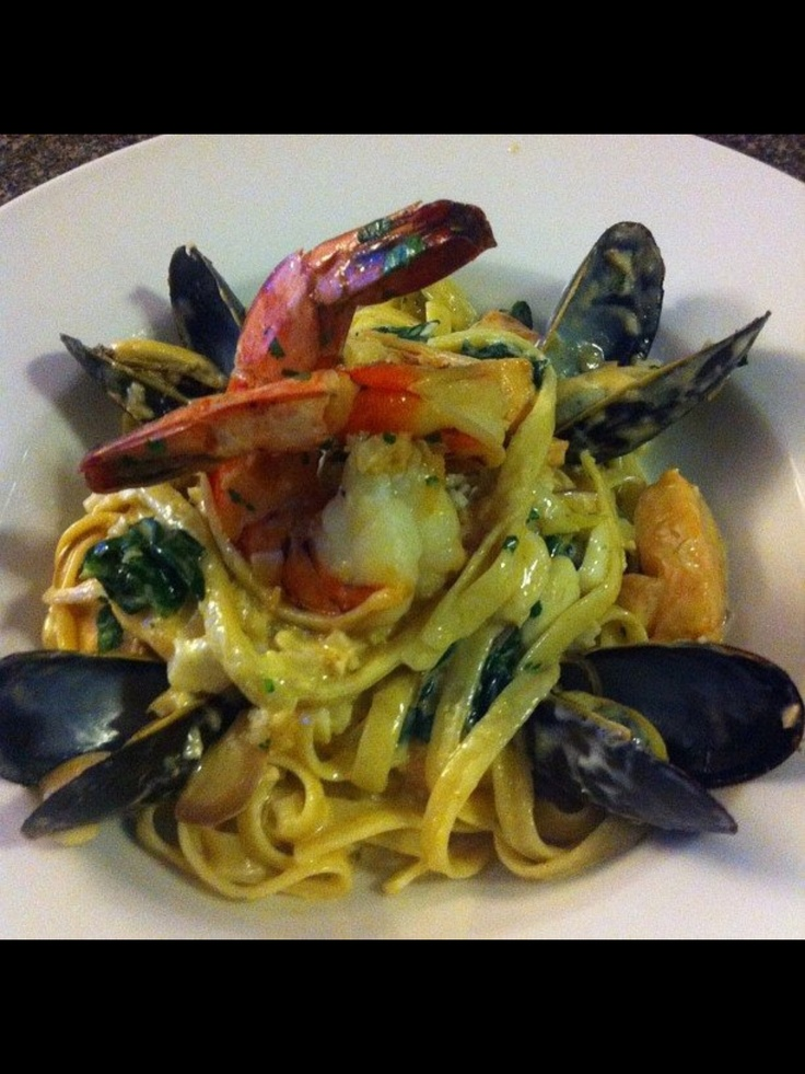 Spicy seafood fettuccini, spinach, mussels, salmon, sea bass, garlic butter jumbo tiger shrimp. #chef_junpet