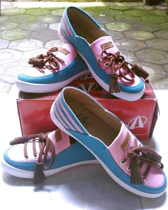 Repost from @unie mai Facebook  Terimakasih ARDILESsneakers hadiah sepatunya sdh dtg td siang, Kereen....love it  Terima kasih @unie mai :) Ikutan lagi ya kalau ada lomba ARDILES.  #ardiles #ardilessneakers #sneakers #indonesia #madeinIndonesia #NaturalRubber #doodle #fashion #pictoftheday #ootd #casual #keren #kekinian #livefolkindonesia #traveling #jalan2man #indie #jakarta #bekasi #surabaya #medan #palembang #pekanbaru #manado #tangerang #bandung #onlineshop #olshop