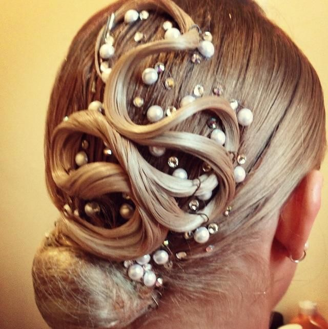Another very nice hair style.. Hair decoration: pearls and stones AROUND the design - #hairstyle #ballroom #jewellery