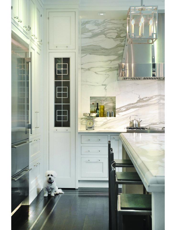 insanely love this!Decor, Olive Oil, Kitchens Interiors, Interiors Design Kitchens, Living Room Design, Hoods, Marbles, Modern Kitchens Design, White Kitchens