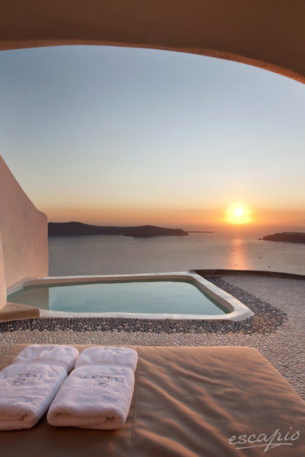 Sunset watching in Santorini. Kapari Natural Resort. Imerovigli, Griechenland / Greece