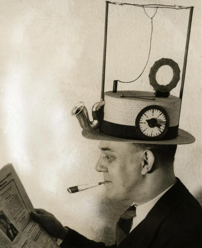 Il cappello-radio   Radio e cappello, due in uno! La radio portatile per cappelli di paglia è stata inventata in America, nel 1931.