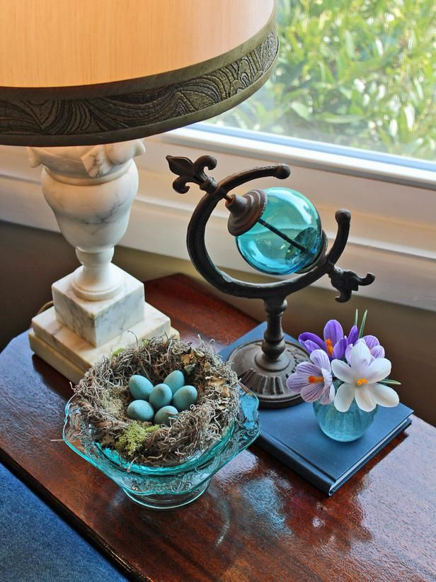 Craft a Faux Bird's Nest for Spring and Easter Decorating: Ideas Birds Nests, Decor Ideas Birds, Color Glasses, Centerpieces Decor, Blue Color, Easter Decor, Bird Nests, Easter Centerpiece, Spring Decorations