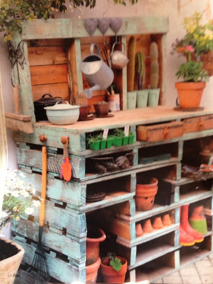20 best images about garden table on pinterest for What to make out of those old wood pallets