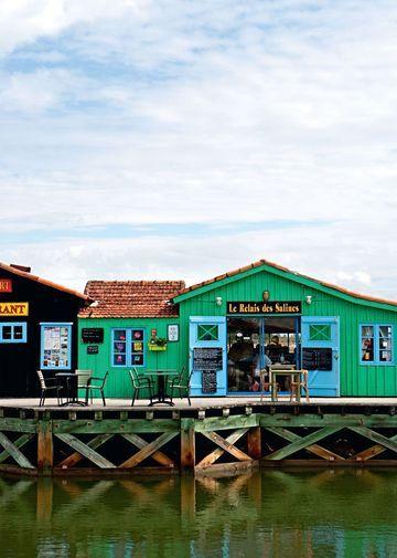 Charming and delightful Ile d'Oleron / la charmante cabane des marais en Ile d'Oléron | More photos http://petitlien.fr/iledoleroncoteouest