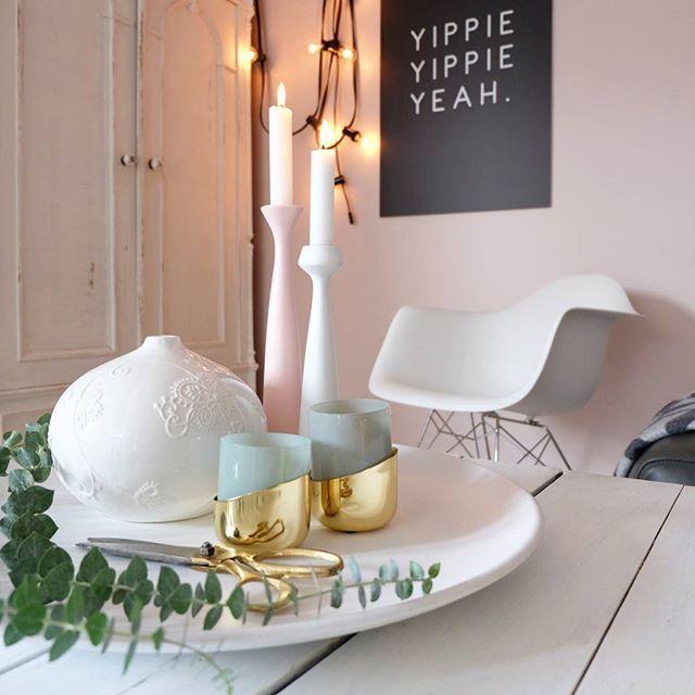 WEBSTA @ so.leben.wir - Sundays are made for Extreme-Couching und Augenpflege...beide Disziplinen habe ich heute mit Bravour gemeistert, so dass ich jetzt frisch und erholt dem Tatort entgegenfieber😅#wohnen #living #interior #wohnkonfetti #solebich #germaninteriorbloggers #wohnzimmer #livingroom #inspiration #deko #dekoration#tischdeko #applicata #interiordesign #whiteliving #interiorforall #farrowandball #calamine #interior4all