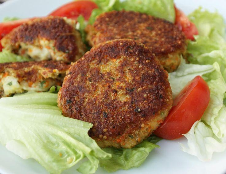 Einfaches und sehr leckeres Rezept für Rezept für schnelle Quinoa Burger bzw. Bratlinge - Quinoa ist ein wahres Wunderkorn