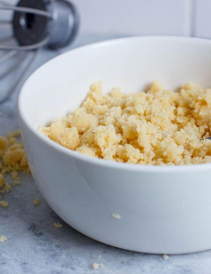 Een basisrecept voor kruimeldeeg, ofwel voor een lekkere crumble laag over je baksels. Altijd handig!