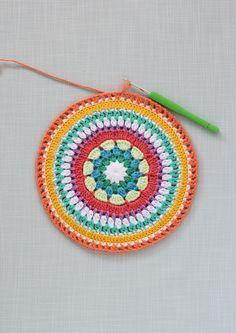 Free crochet mandala pattern                                                                                                                                                                                 Más