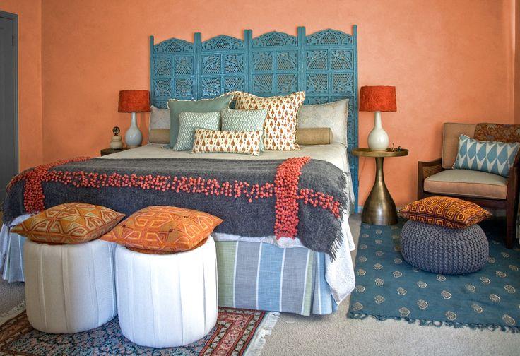 Покрывало на кровать: произведение искусства в вашей спальне (80 фото) http://happymodern.ru/pokryvalo-na-krovat-80-foto-garmoniya-uyuta-dlya-vashego-doma/ Стильная индийская спальня с покрывалом, вышитым фетровыми бусинами