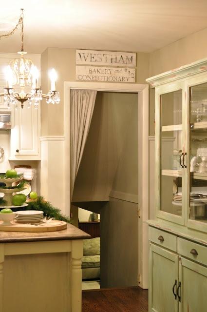 Love: Kitchens Remodel, Kitchens Wall, Paintings Colors, Kitchens Ideas, Grey Cabinets, Bennington Grey, Bm Bennington, Benjamin Moore, Warm Grey