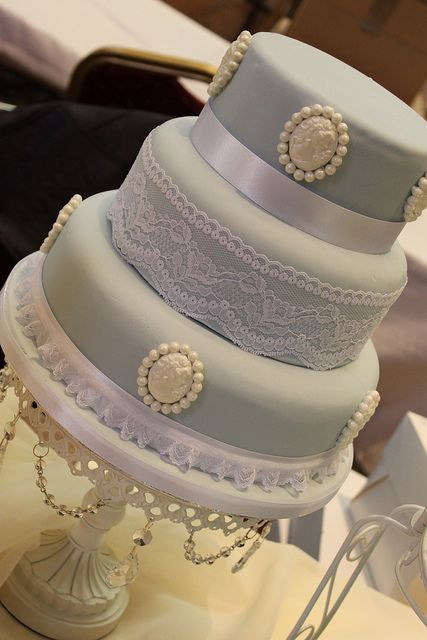 vintage look wedding cake | Vintage style Cameo Wedding Cake | Flickr - Photo Sharing!