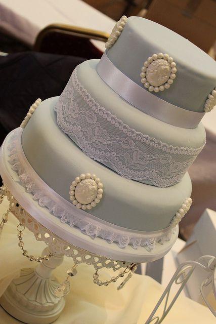 vintage look wedding cake | Vintage style Cameo Wedding Cake | Flickr - Photo Sharing!