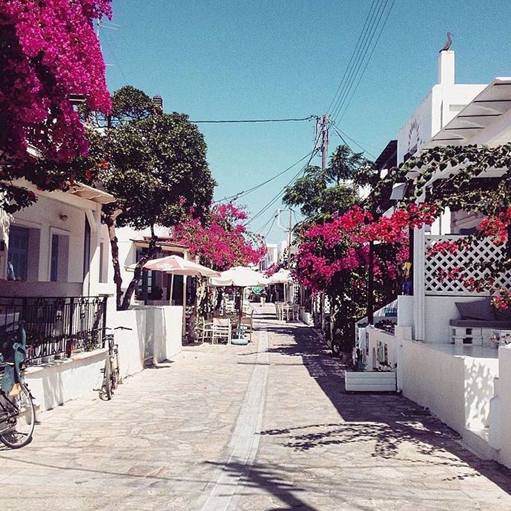 The lovely center alley of Antiparos island (Αντίπαρος)❤️. Small island with a lot of secluded beaches to discover and relax !