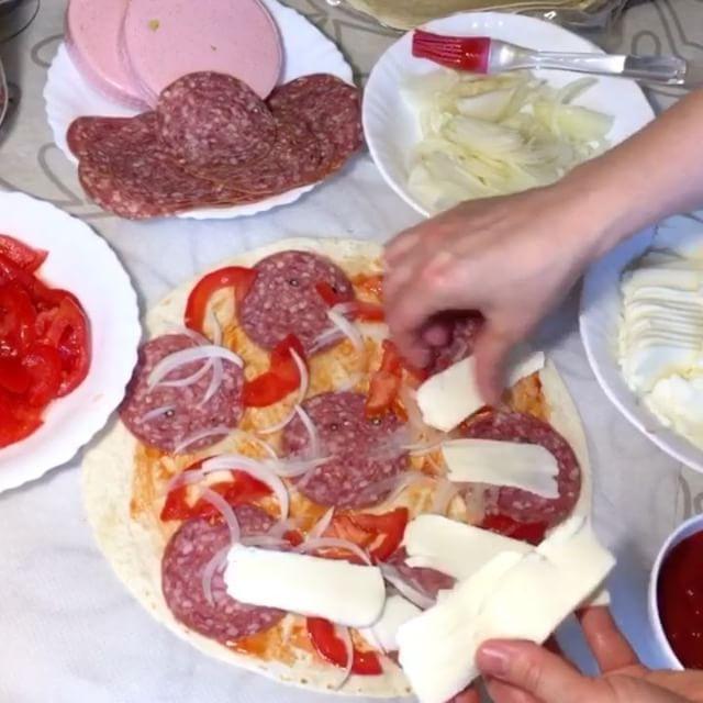 1,414 отметок «Нравится», 14 комментариев — ❤️Рецепты❤️ (@insta_shef_povara) в Instagram: «Вчера удалила видео случайно, загрузила для вас заново... Слоенная пицца из лавашей или тортилья.…»