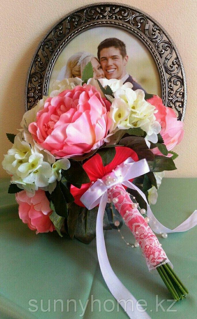 Прекрасный букет из искусственных цветов- розовые пионы, белые гортензии.