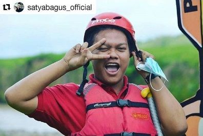 #Repost @satyabagus_official ・・・ 2 pacar aja cukup 😂😂 . . . . .#travel #traveling #TFLers #vacation #visiting #instatravel #instago #instagood #trip #holiday #photooftheday #fun #travelling #tourism #tourist #instapassport #instatraveling #mytravelgram #travelgram #travelingram #igtravel #raftingtrip #raftingtime #sporty #indonesia #adventure #magelang #jogja
