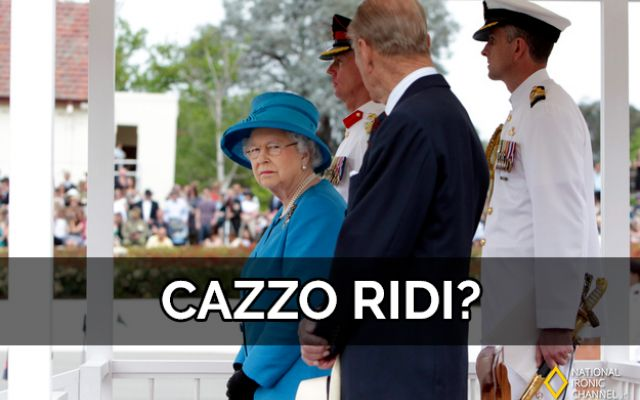 46 immagini divertenti e ironiche per festeggiare il compleanno della regina di Inghilterra, Elisabetta II Happy birthday Your Majesty!! Oggi, in occasione del novantesimo compleanno di Elizabeth Alexandra Mary, ovvero Elisabetta II, Regina di Inghilterra nonche Regina di Antigua e Barbuda, Australia, Ba #reginaelisabetta #umorismo #ridere
