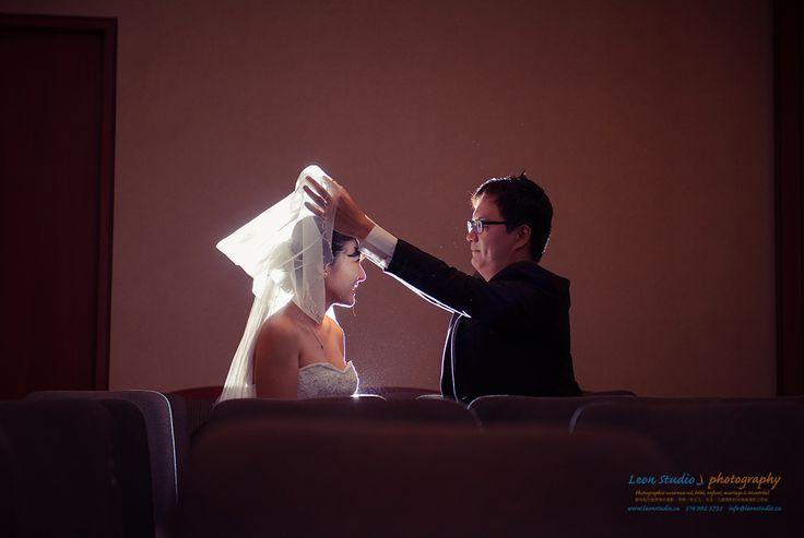 Photos créatives de fiançailles à Palais de justice de Montréal