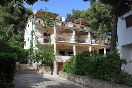 Apartment Ivan Dolac 8700b Jelsa Located in Jelsa, this air-conditioned apartment features free WiFi. Apartment Ivan Dolac 8700b features views of the sea and is 45 km from Split. Free private parking is available on site.  An oven and a fridge can be found in the kitchen.
