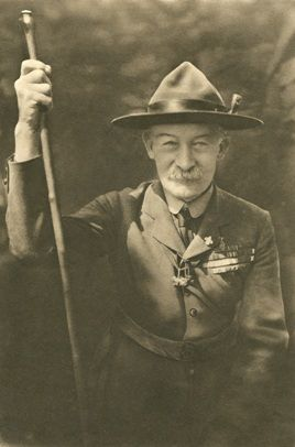 Arquivo escutista em: http://www.scoutsrecords.org/aboutus.php?dil=&icerik=41&bparent=0&caption=Biography%20of%20Lord%20Baden-Powell& Robert Baden-Powell biography