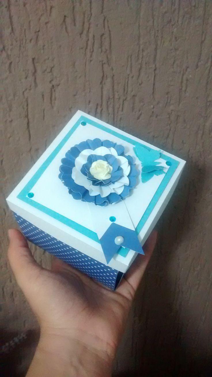 Cartão com uma flor + borboleta na tampa