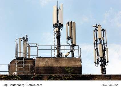Strahlungsmessgeräte für EMF- Magnetfelder, Sonnenstrahlungen oder radioaktive Strahlung. Ein Messgerät stellt mithilfe einer Skalen- oder Ziffernanzeige im vorliegenden Fall physikalische Größen der Strahlung dar. Es sind daher analog oder digital anzeigende Strahlungsmessgeräte erhältlich. Diese sind als sogenannte Universalmessgeräte für verschiedenste Strahlungsquellen oder als spezielle Ausführung zur Messung von EMF-Strahlung (Elektrosmog), Magnetfeldern, Sonneneinstrahlung ....